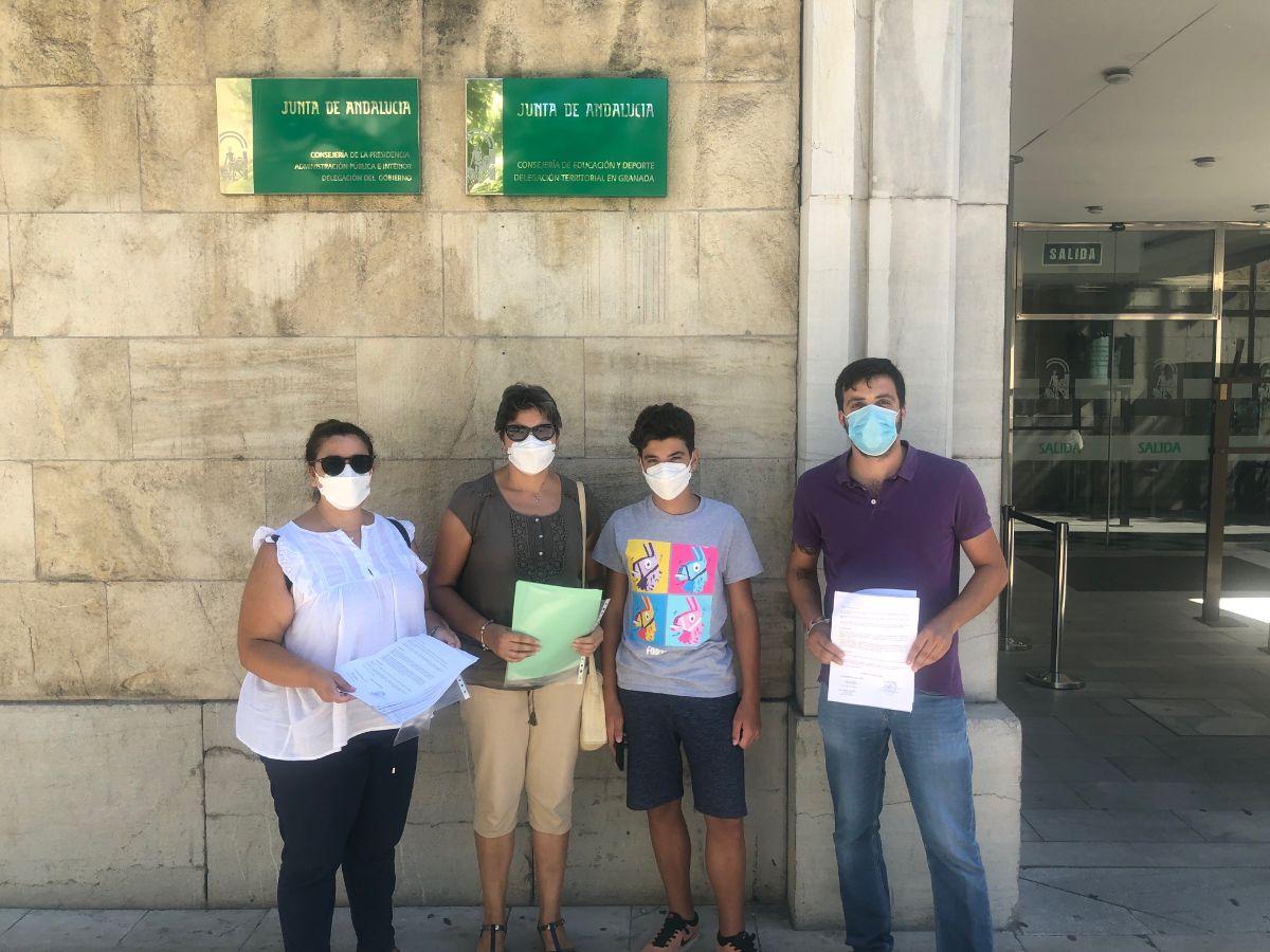Los padres y madres de Píñar denuncian la supresión de unidades de infantil y ESO por parte de la Junta