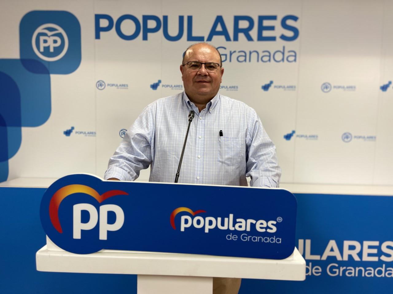 """Robles exige a la Subdelegada que """"mueva ficha"""" para que Granada no pierda sus vuelos internacionales"""