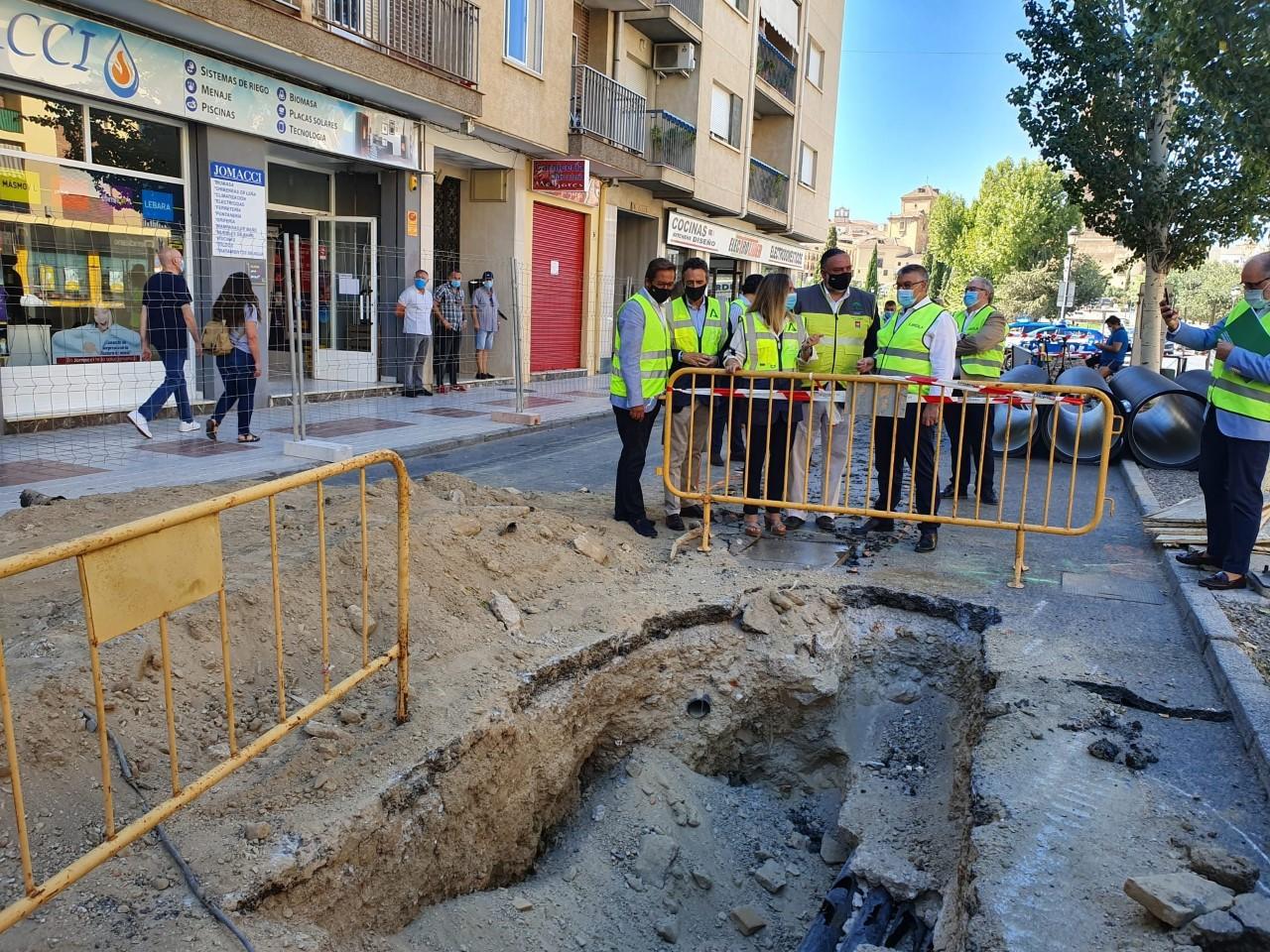 Carazo visita las obras de reforma de la avenida de Buenos Aires de Guadix