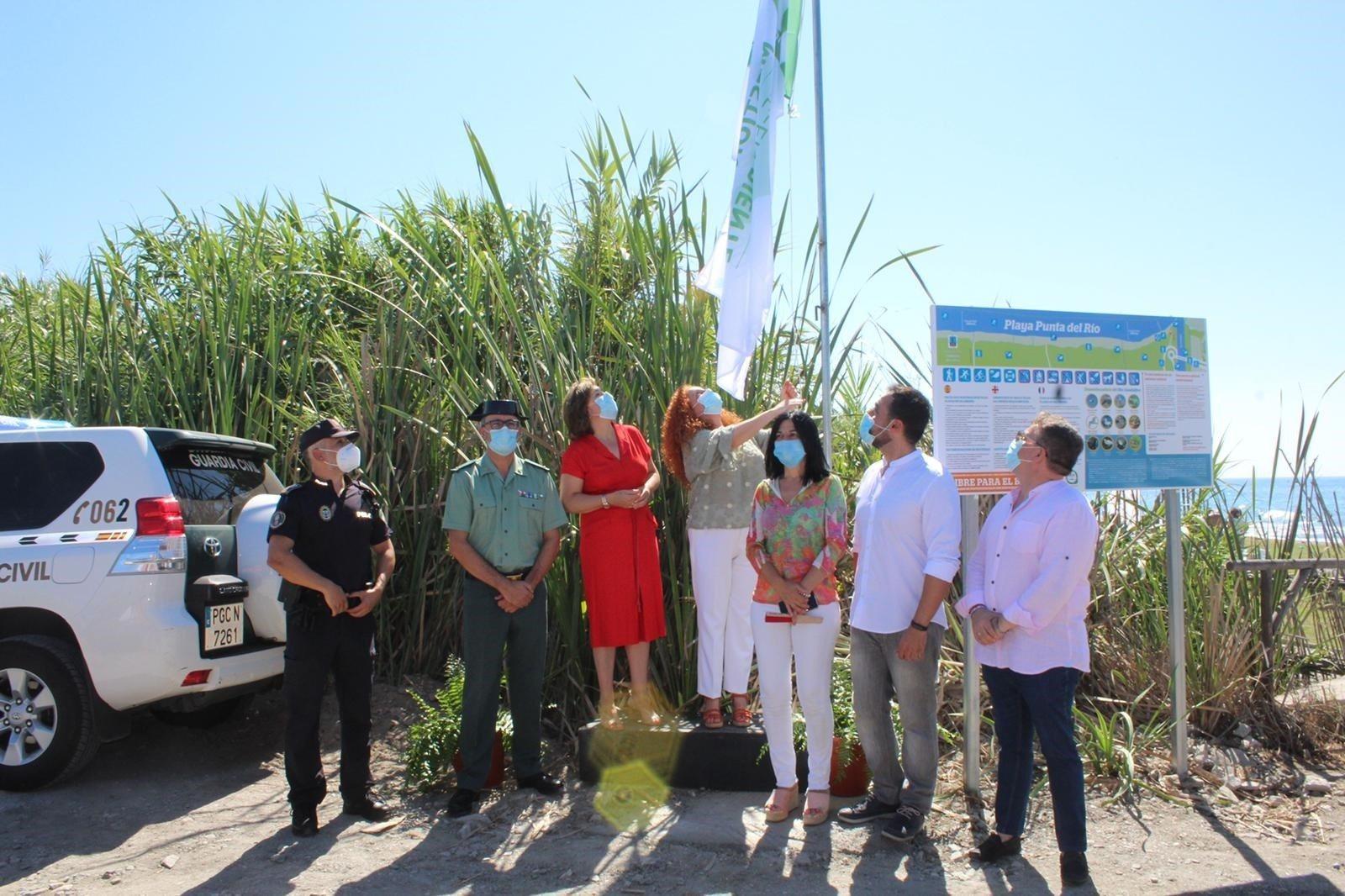 Las playas de Salobreña estrenan banderas de calidad y el Gobierno pide «responsabilidad»