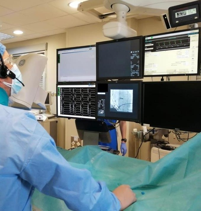 El Virgen de las Nieves implanta un marcapasos sin cable que simula la estimulación natural del corazón