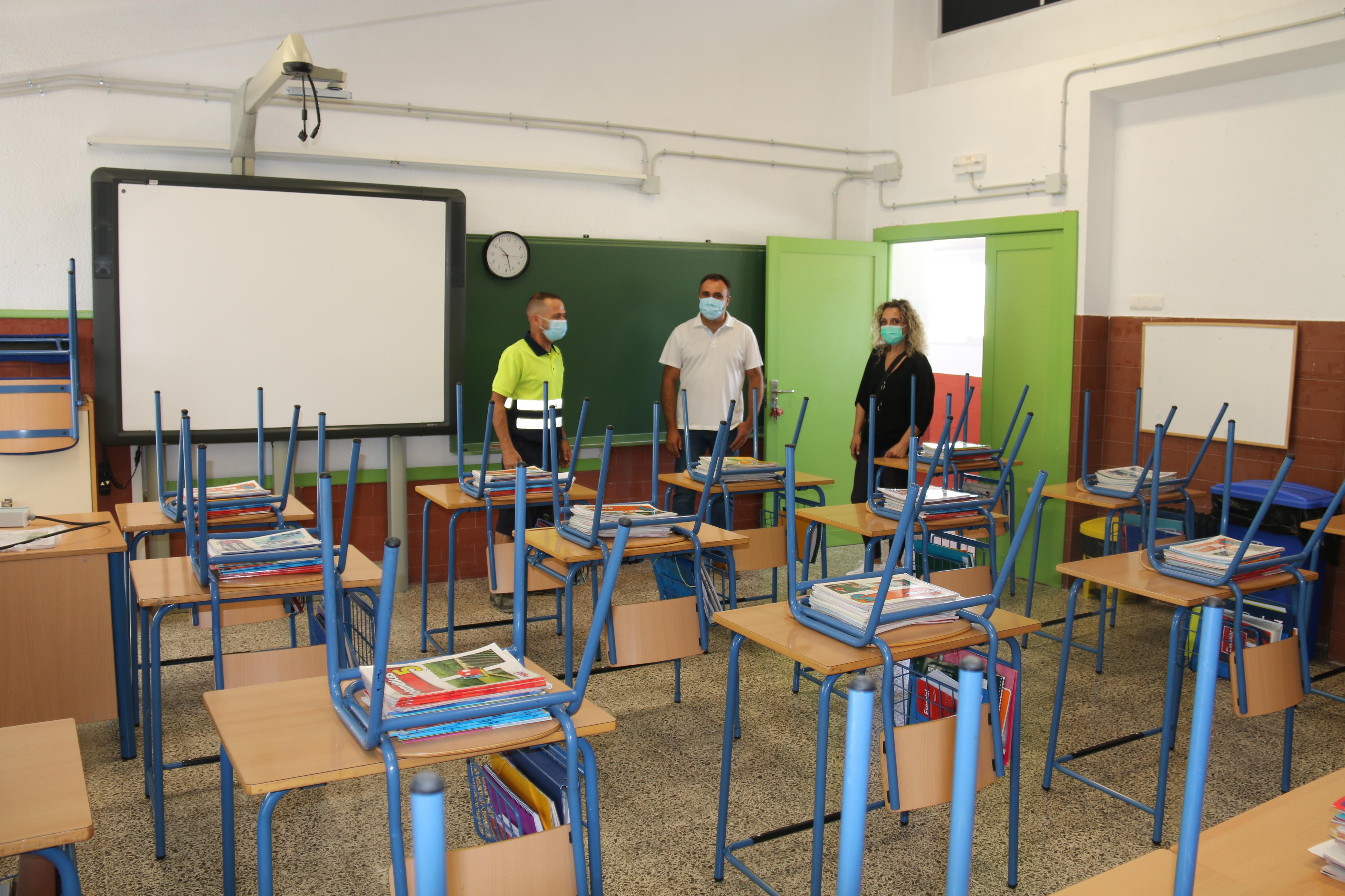 Alhendín refuerza el personal de limpieza para la vuelta a clase