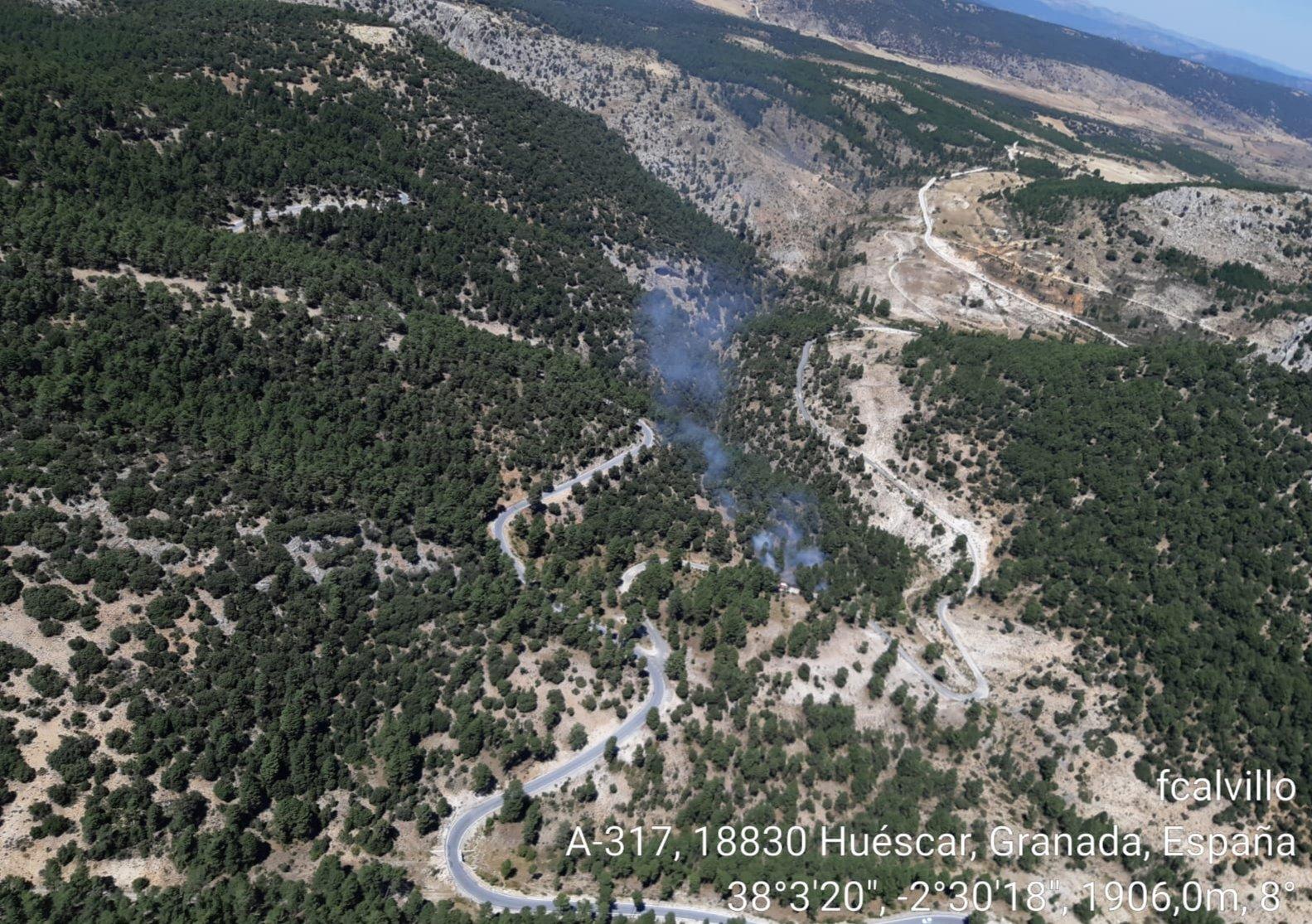 El Infoca da por extinguido el fuego de Motril y controlado el de la Alpujarra