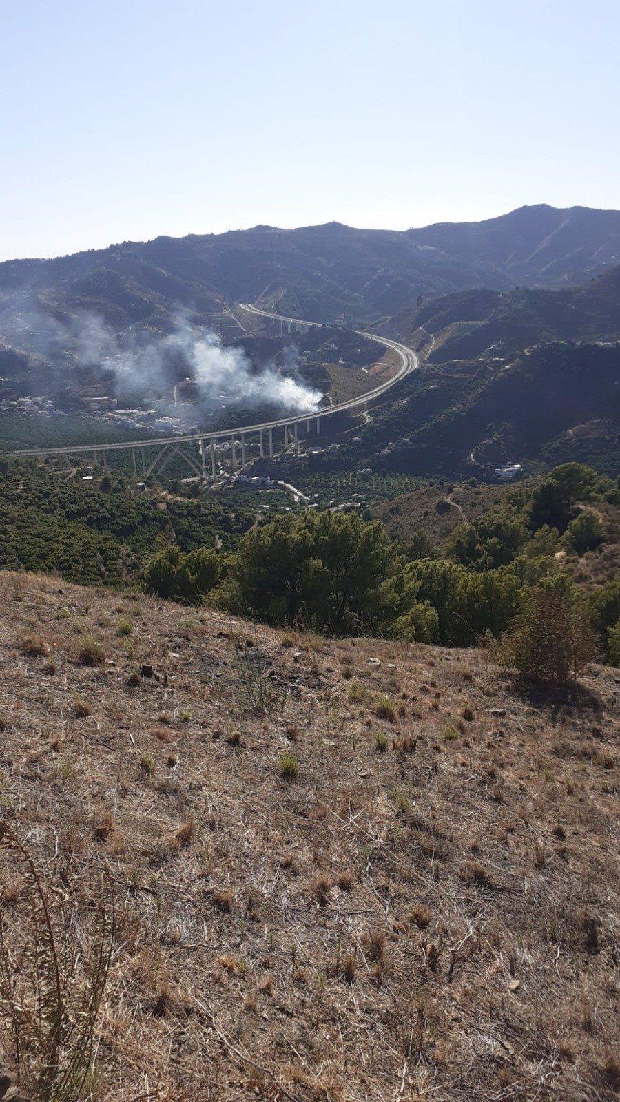 Movilizan un helicóptero por un incendio declarado en Almuñécar
