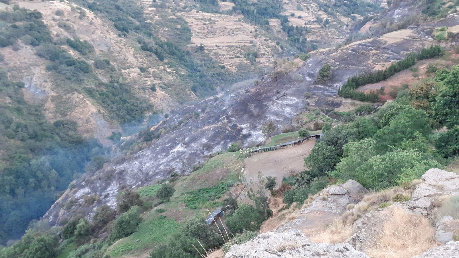 Investigan las causas del fuego de Bubión, que aún no ha sido dado por extinguido
