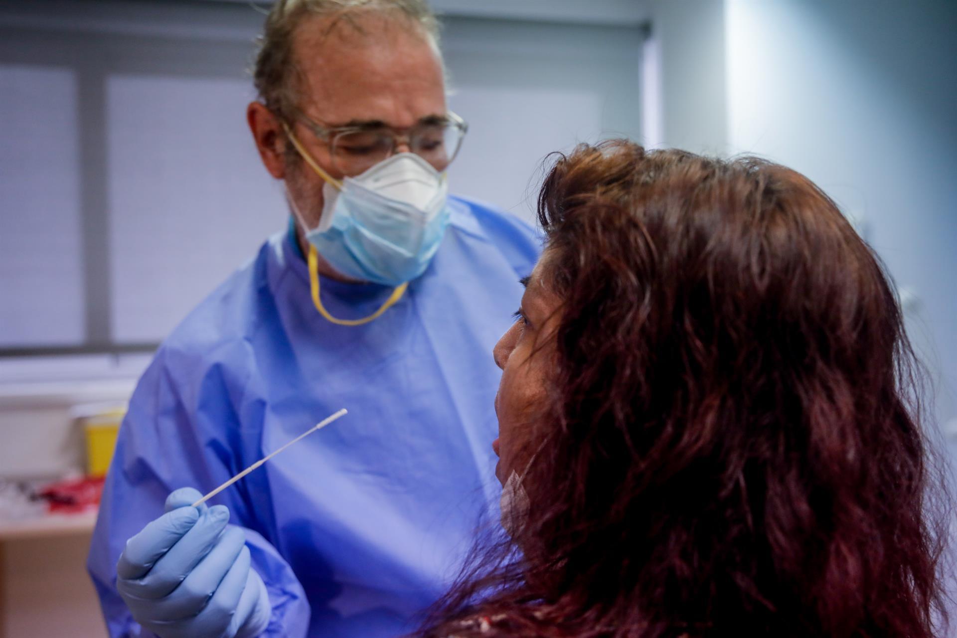 Nuevo repunte de casos en Granada con 103 positivos, 6 hospitalizaciones y un fallecido