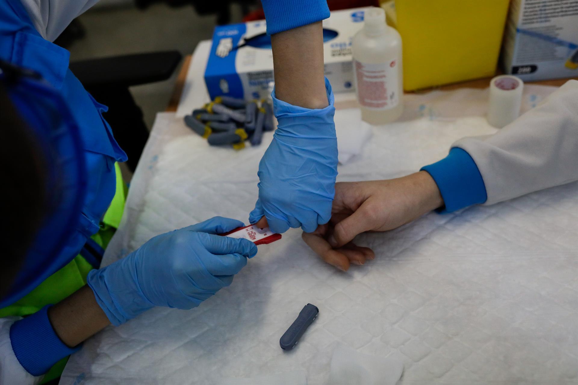 Granada suma 23 nuevos contagios aunque supera dos brotes