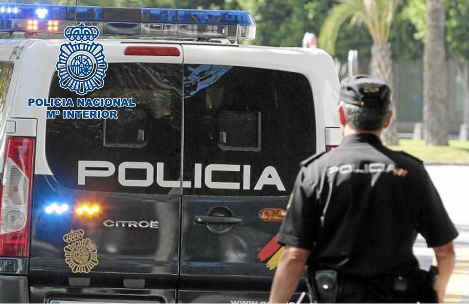 Detenido por causar dañosen varios vehículos estacionados en la calle durante la noche