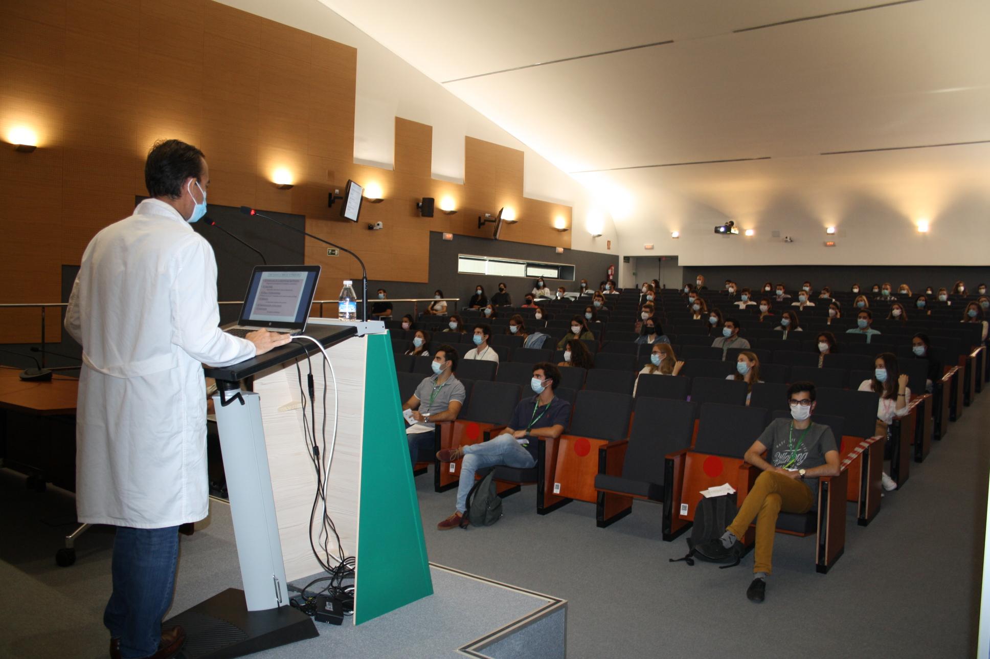 86 Especialistas Internos Residentes se incorporan hoy al Hospital Clínico