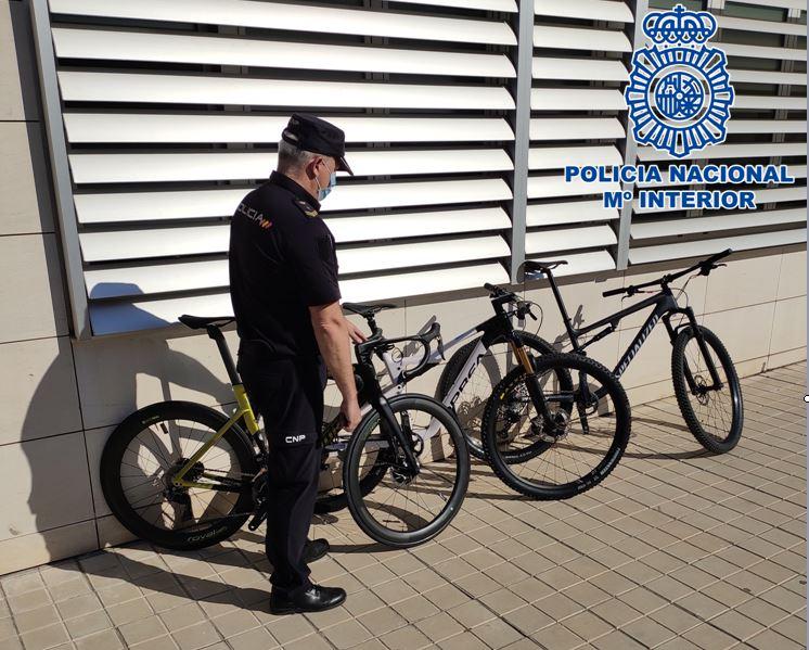 Detenidos por robar tres bicicletas de una tienda especializada en ciclismo valoradas en cerca de 30.000 euros