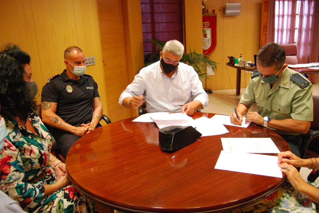 Huétor Vega renueva convenio de colaboración con la Guardia civil para luchar contra la violencia de género