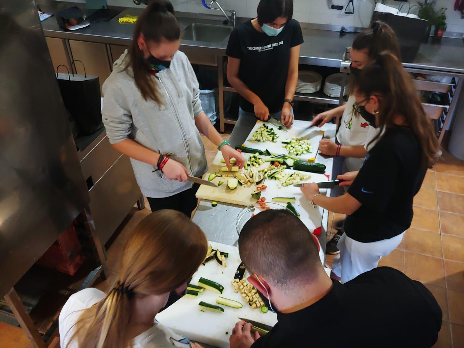 Bérchules impulsa un taller de cocina saludable para los jóvenes del municipio