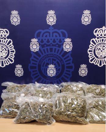 Detenido en la A-92 con 11 kilos de cogollos de marihuana en el maletero