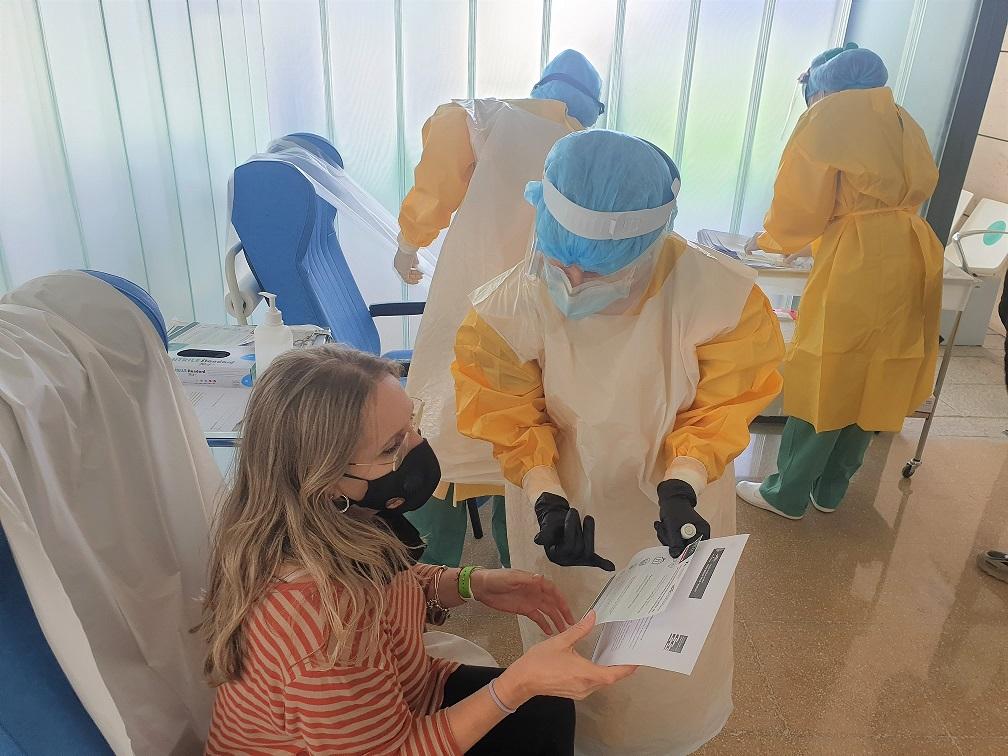 El Hospital Clínico habilita una nueva sala para realizar pruebas PCR a pacientes de cirugía o tratamientos