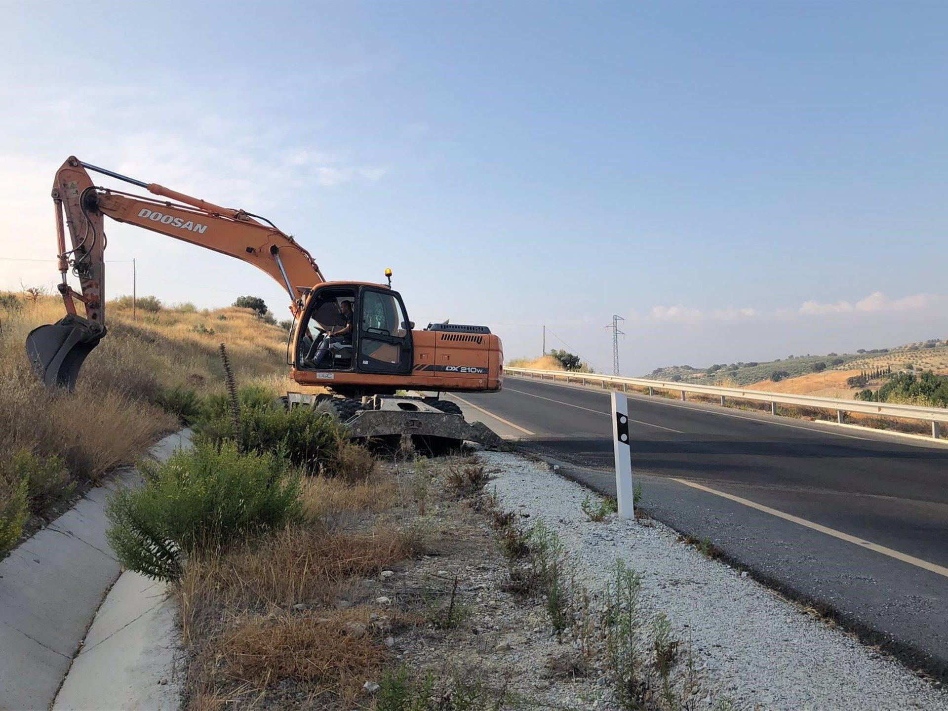 Formalizan el contrato de obras de conservación de carreteras del Estado por diez millones