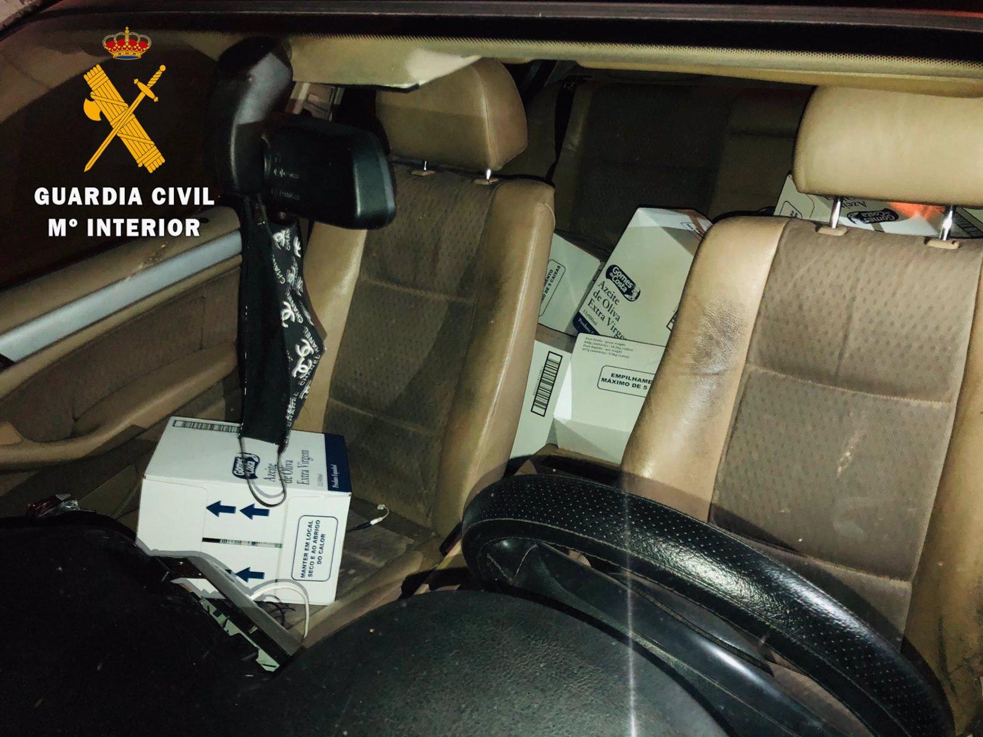 Roban 65 cajas de aceite de oliva de un camión en Maracena y encuentran el coche en Pinos Puente