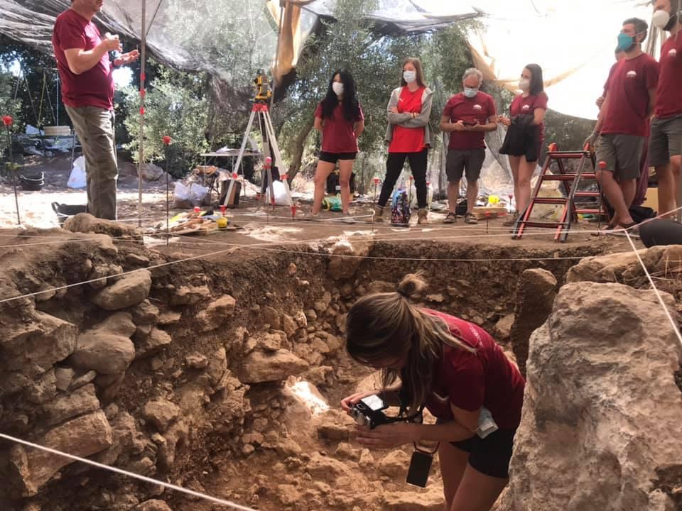 Arqueólogos de la UGR buscan nuevas pistas sobre la desaparición de los Neandertales en los Tajos de Marchales de Colomera