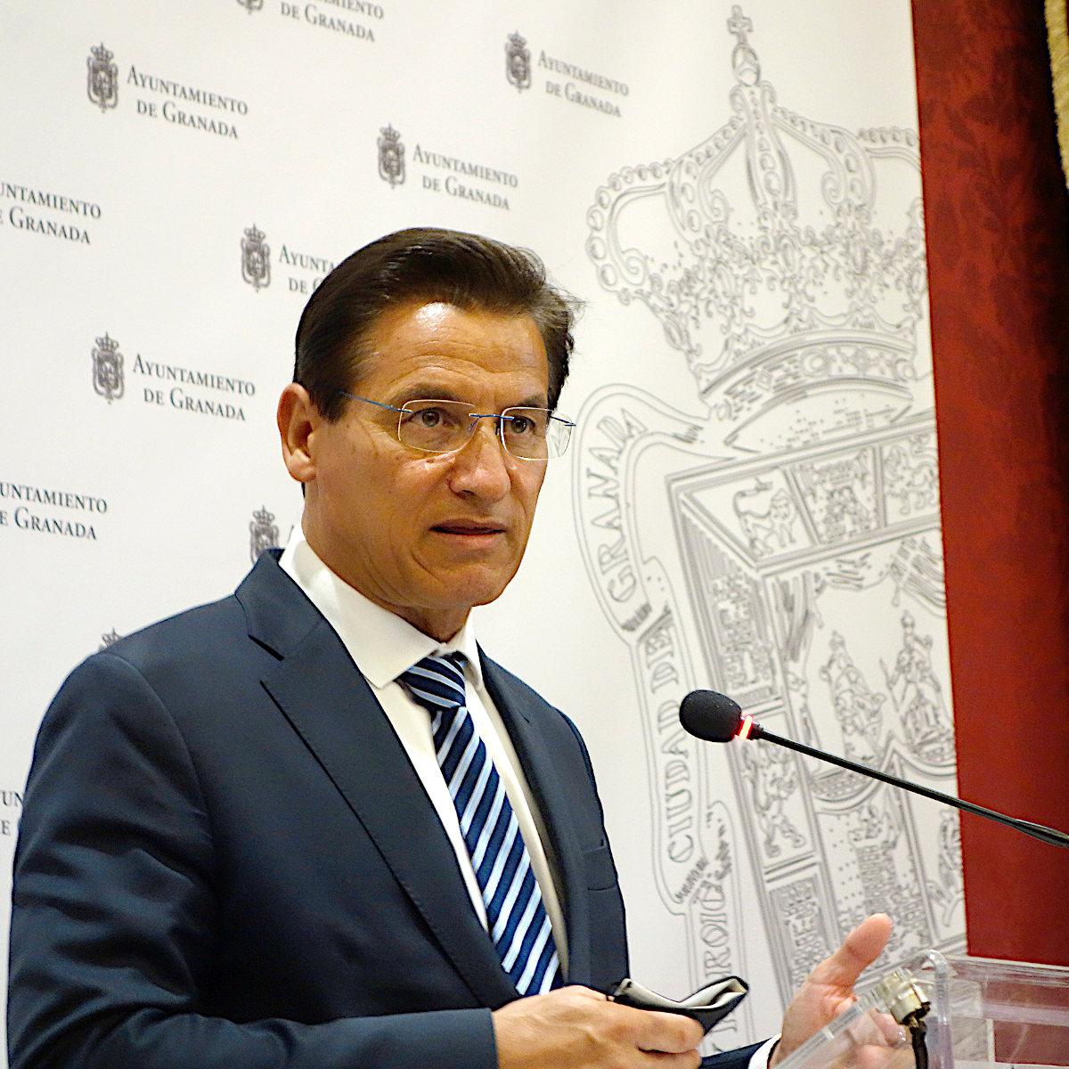 El alcalde reivindica al Ministerio de Fomento el aumento de las frecuencias de AVE