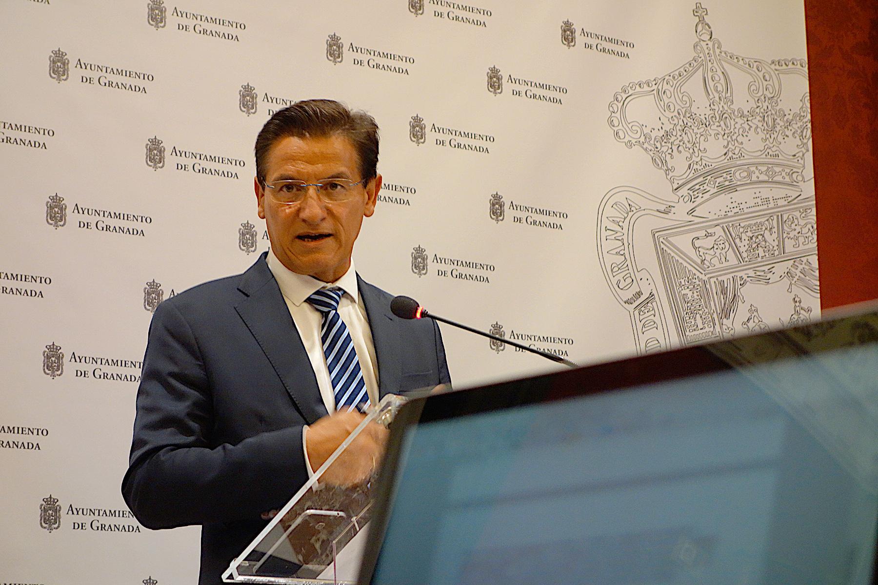 El alcalde pide no cerrar Granada y tacha de escandaloso lo ocurrido el sábado en Ganivet