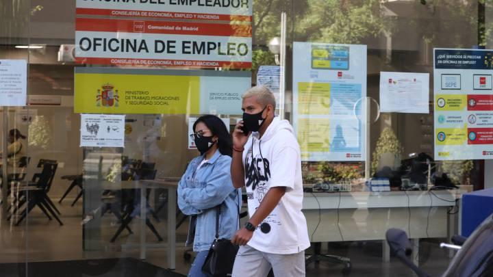 Empleo se dirige a los colegios profesionales para informar sobre la tramitación de los ERTE por rebrotes en Granada