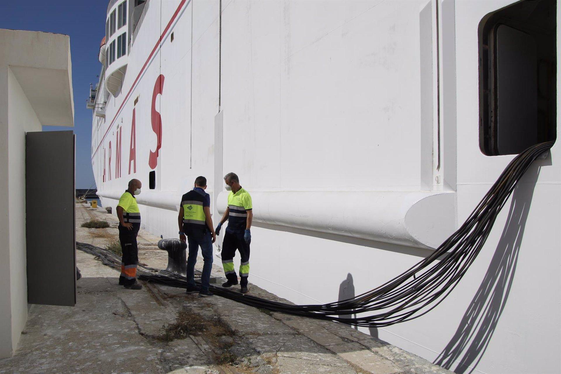 Concluye con éxito la conexión a la red eléctrica de un barco en Motril