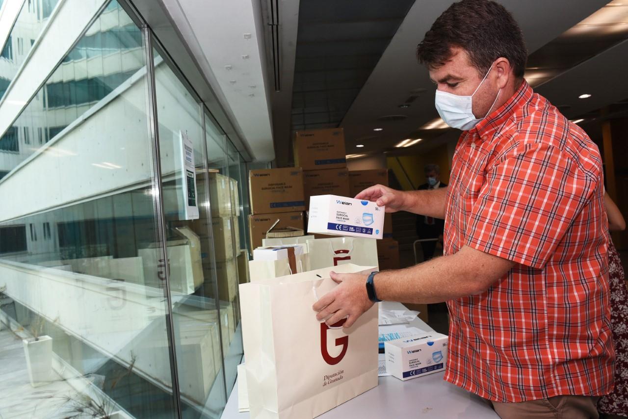 Diputación distribuye en los municipios 125.000 mascarillas para colegios y colectivos vulnerables