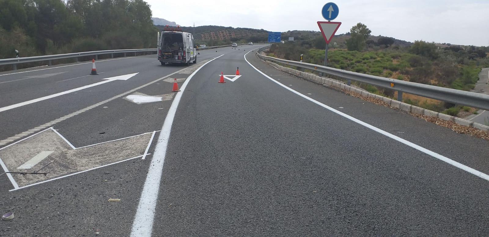 Fomento inicia el repintado de los 26 kilómetros de la autovía A-92M