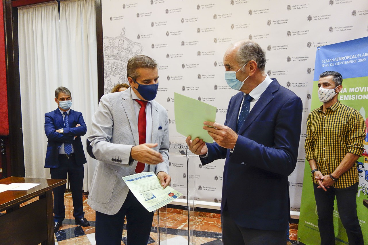 Salvador entrega a empresas el distintivo de movilidad sostenible de sus trabajadores