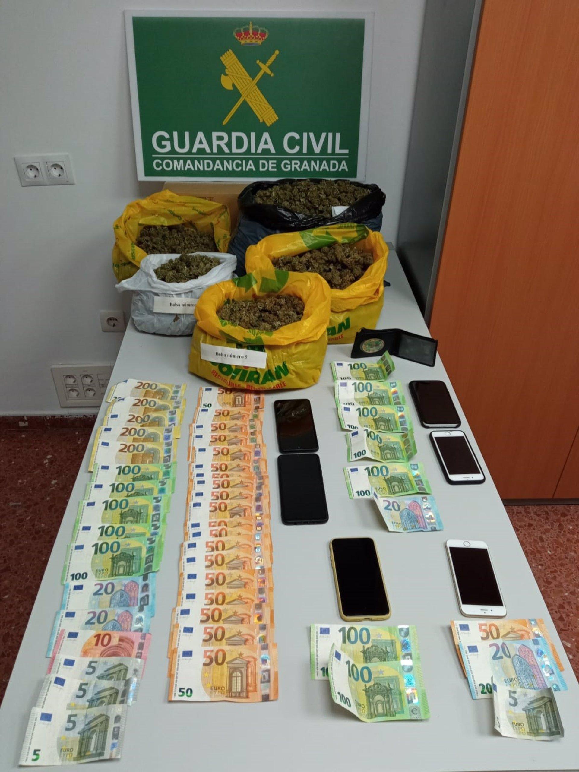 Tres jóvenes detenidos en una operación contra el tráfico de marihuana en Almuñécar