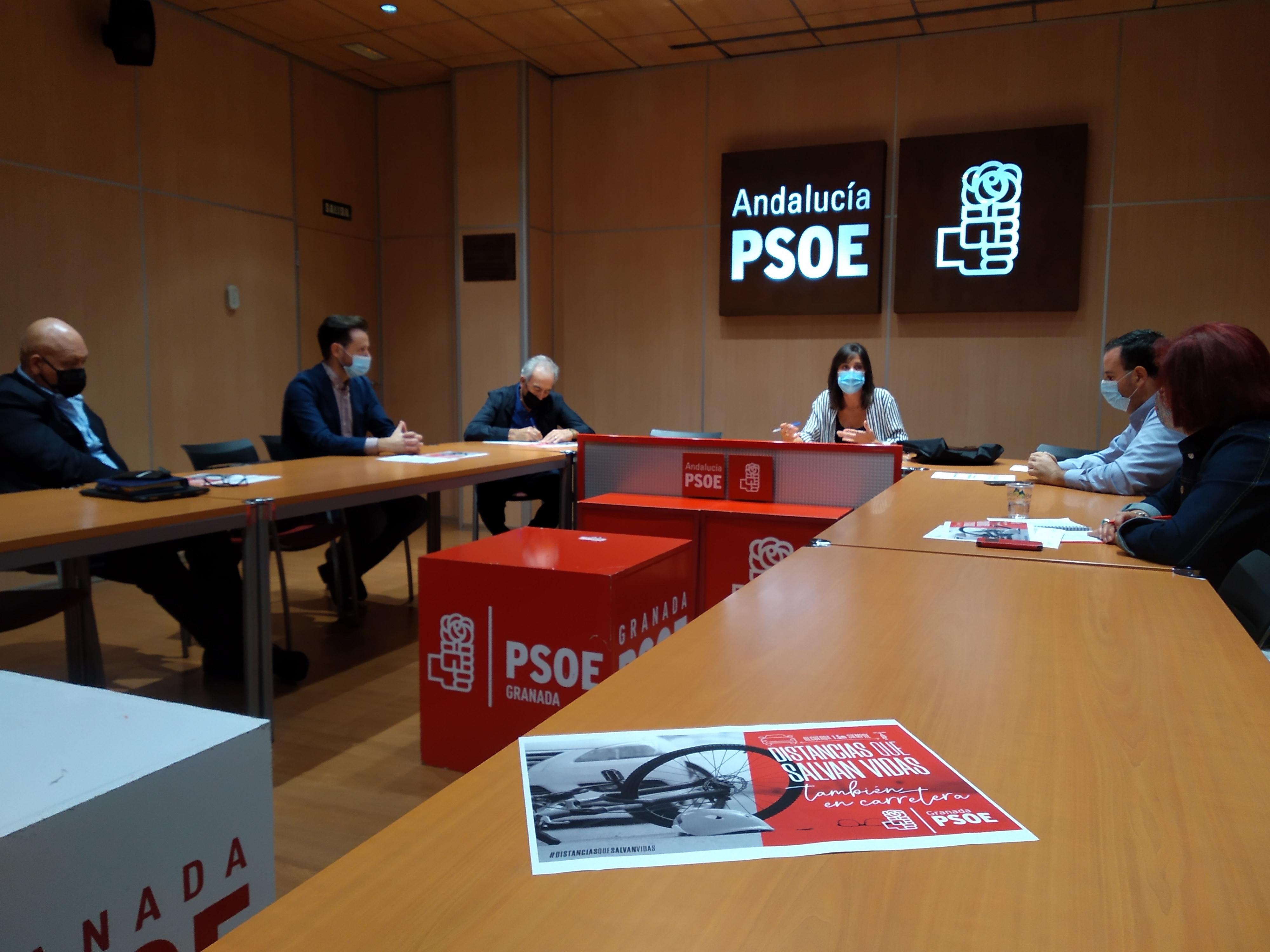 El PSOE promueve la campaña 'Distancias que salvan vidas' para concienciar sobre la siniestralidad de ciclistas en carretera