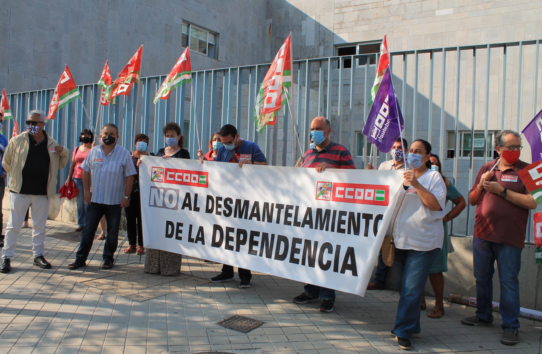 CCOO pide salarios decentes, más personal y lugares de trabajo seguros para el personal de la dependencia