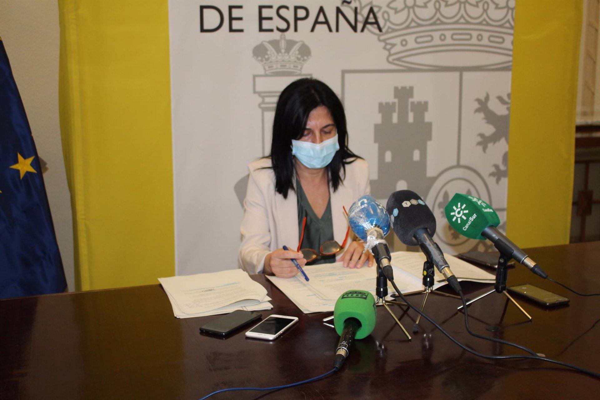La subdelegada del Gobierno dice que los inmigrantes llegados de Canarias son «libres» para moverse por España