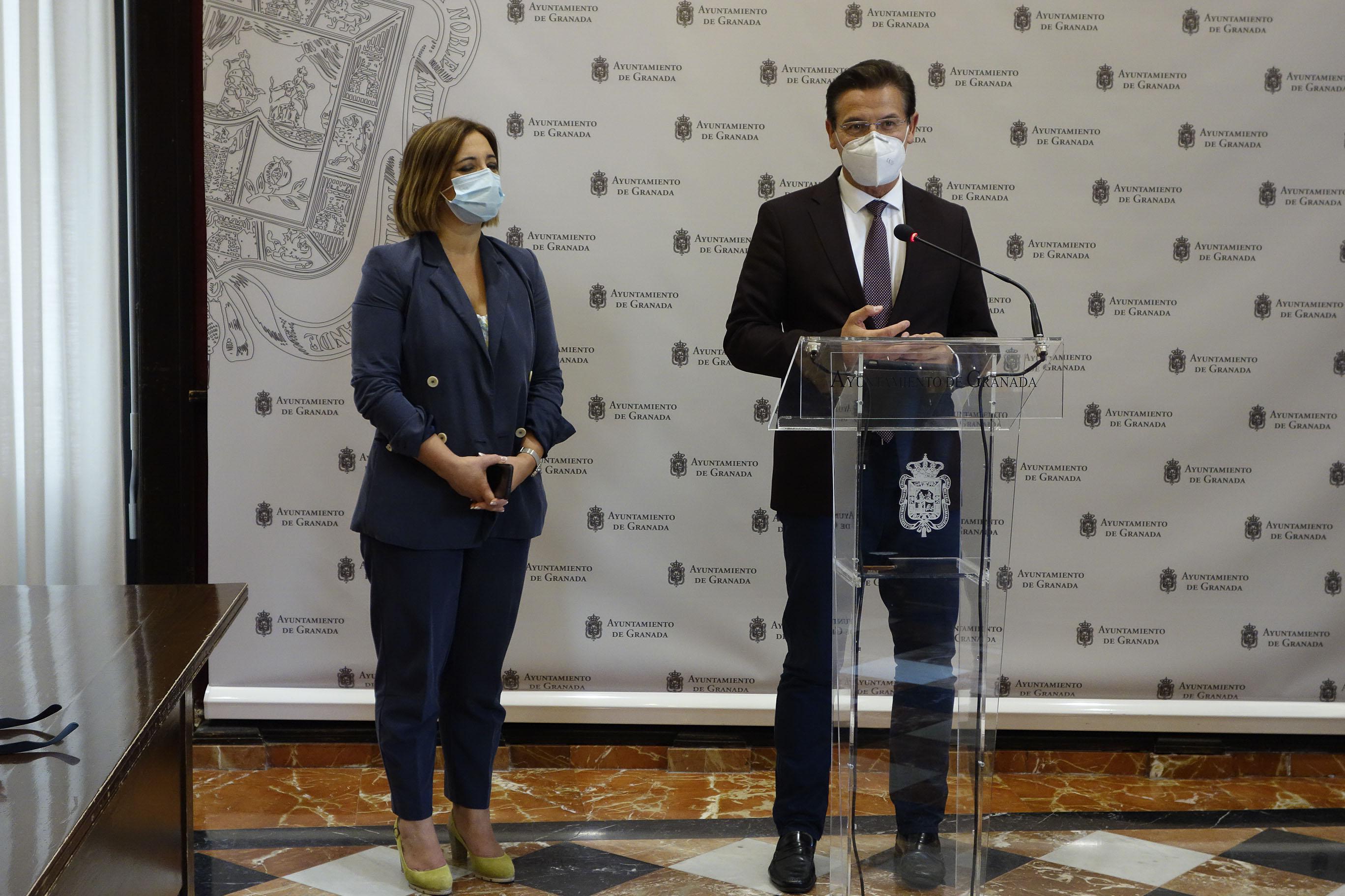 Salvador anuncia una estrategia Ayuntamiento-UGR para frenar los contagios por Covid