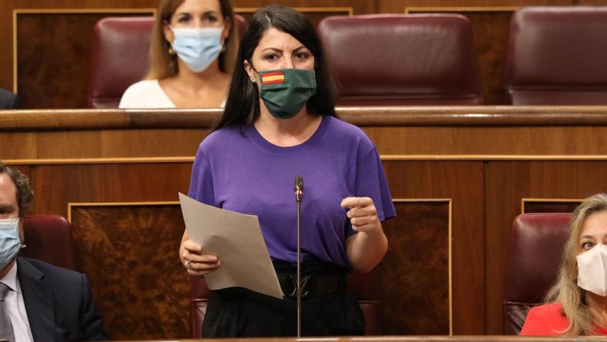 Macarena Olona insta a la reapertura del tramo ferroviario que une Guadix y Baza con Murcia