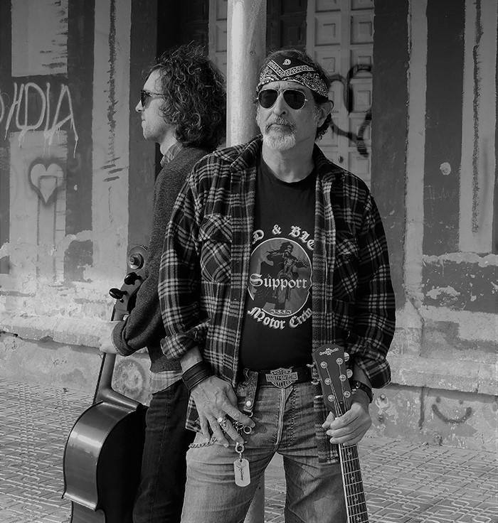 El dúo granadino Matthew & Juan presenta «El Jinete», single adelanto de su próximo Álbum
