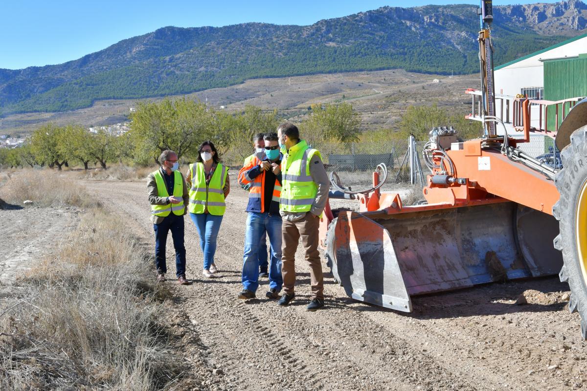 Inician los trabajos de mejora del camino rural de Nerpio en Puebla de Don Fadrique