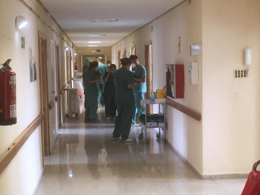 Nueva jornada con más de 1.000 contagios en la que se superan los 100 pacientes ingresados en UCI