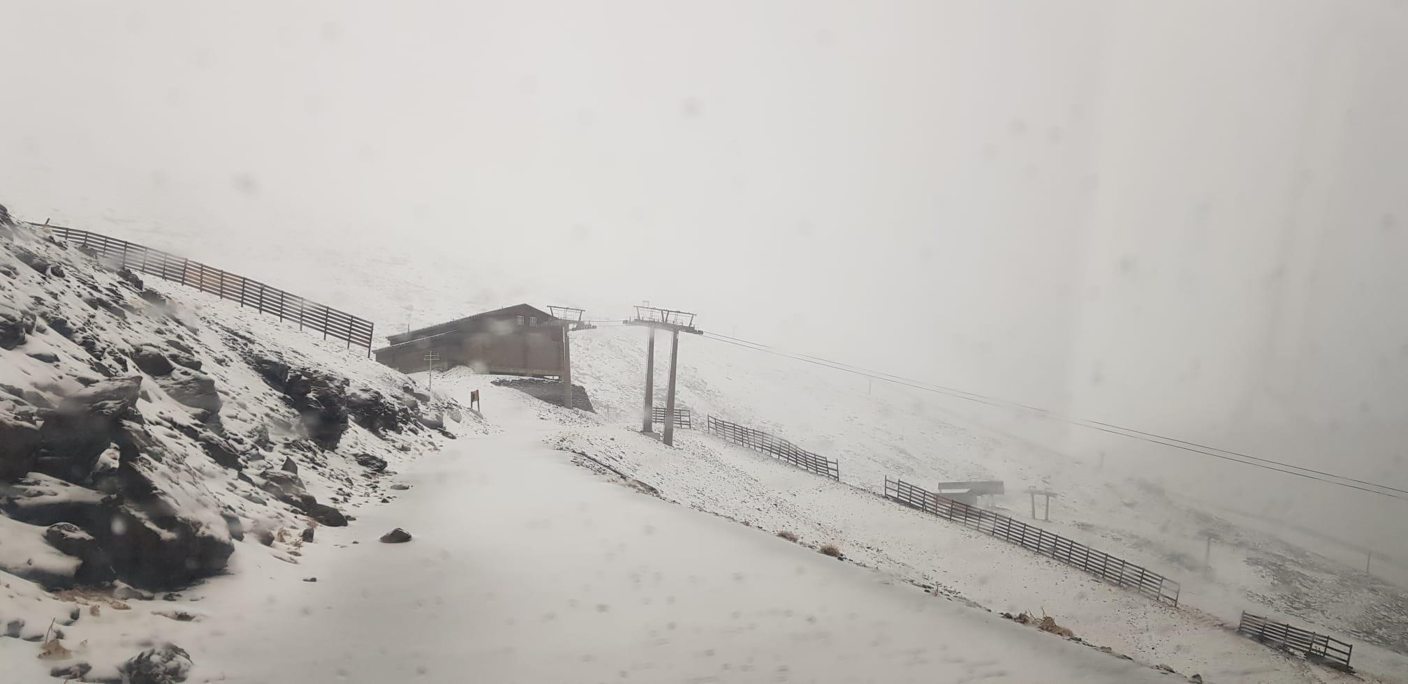 La nieve comienza a cubrir Sierra Nevada
