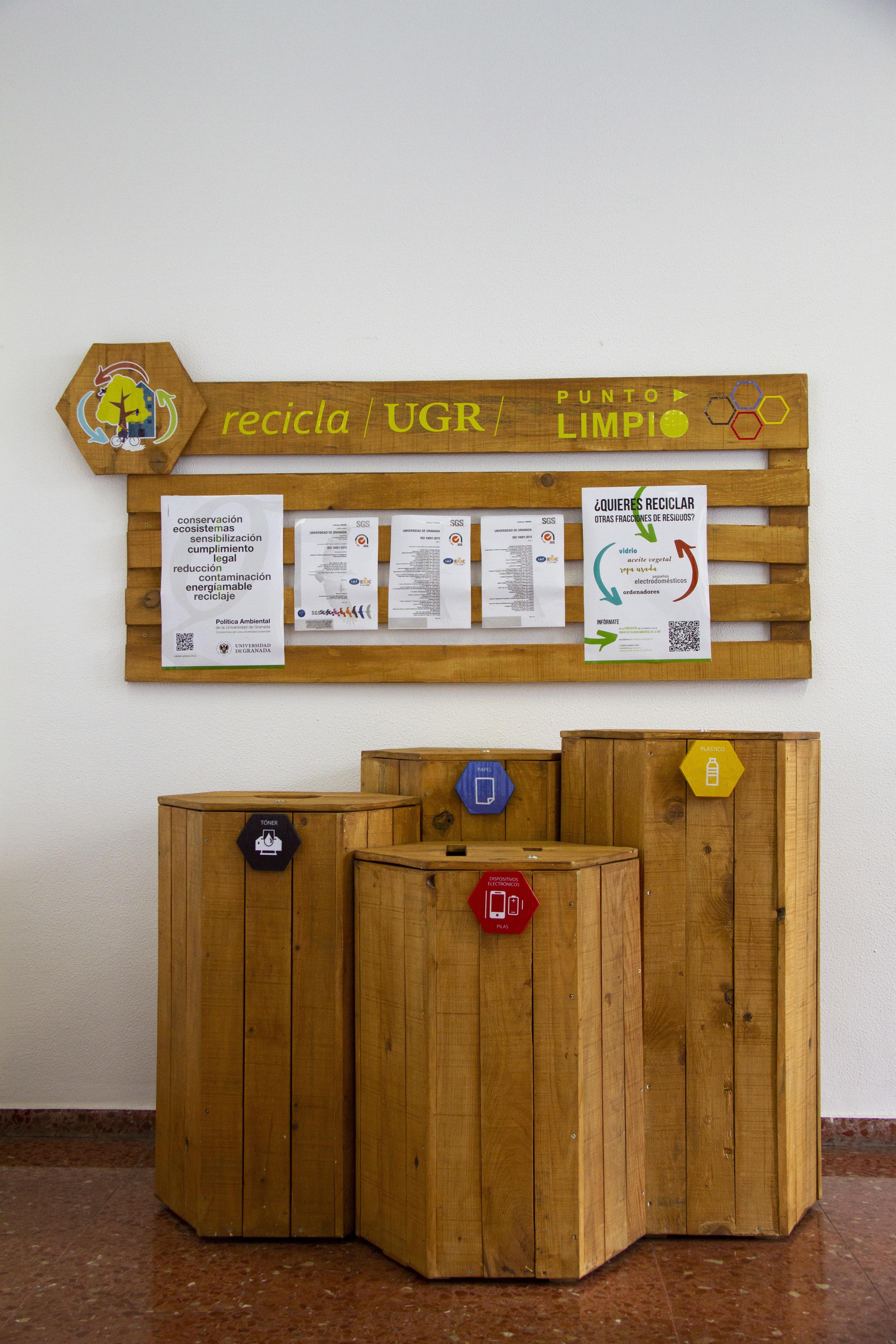 La UGR apuesta por la economía circular inclusiva con la instalación de puntos limpios en sus instalaciones