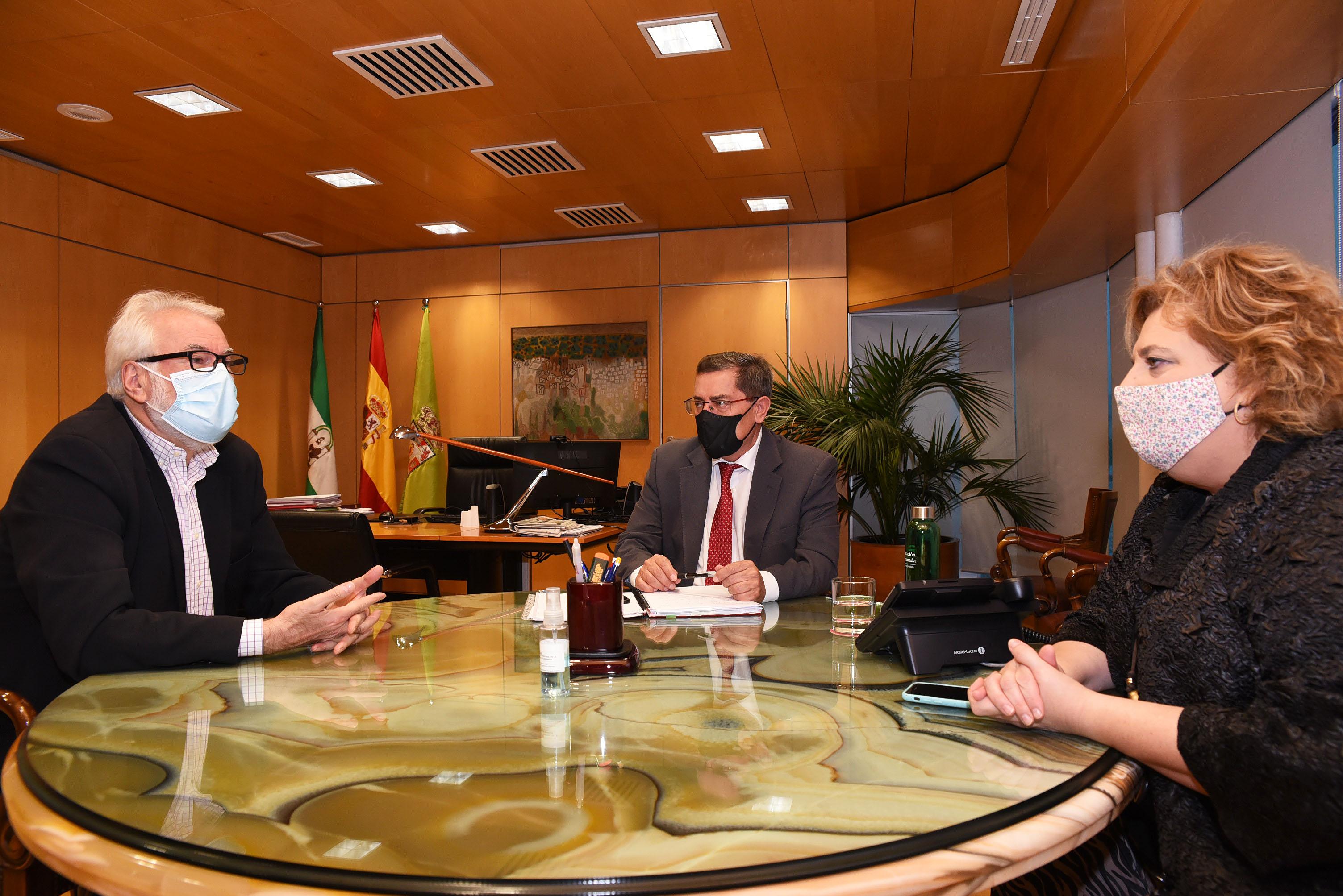 El presidente de Diputación se reúne con el director del Festival de Música y Danza