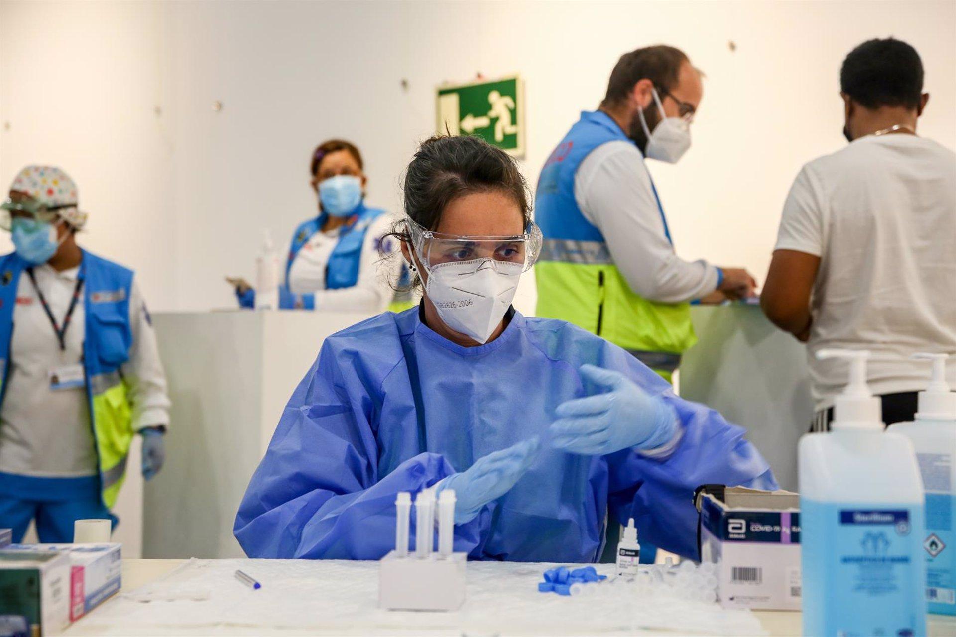 Otra jornada por encima de los 1.000 nuevos contagios, con 8 fallecidos y 52 ingresados