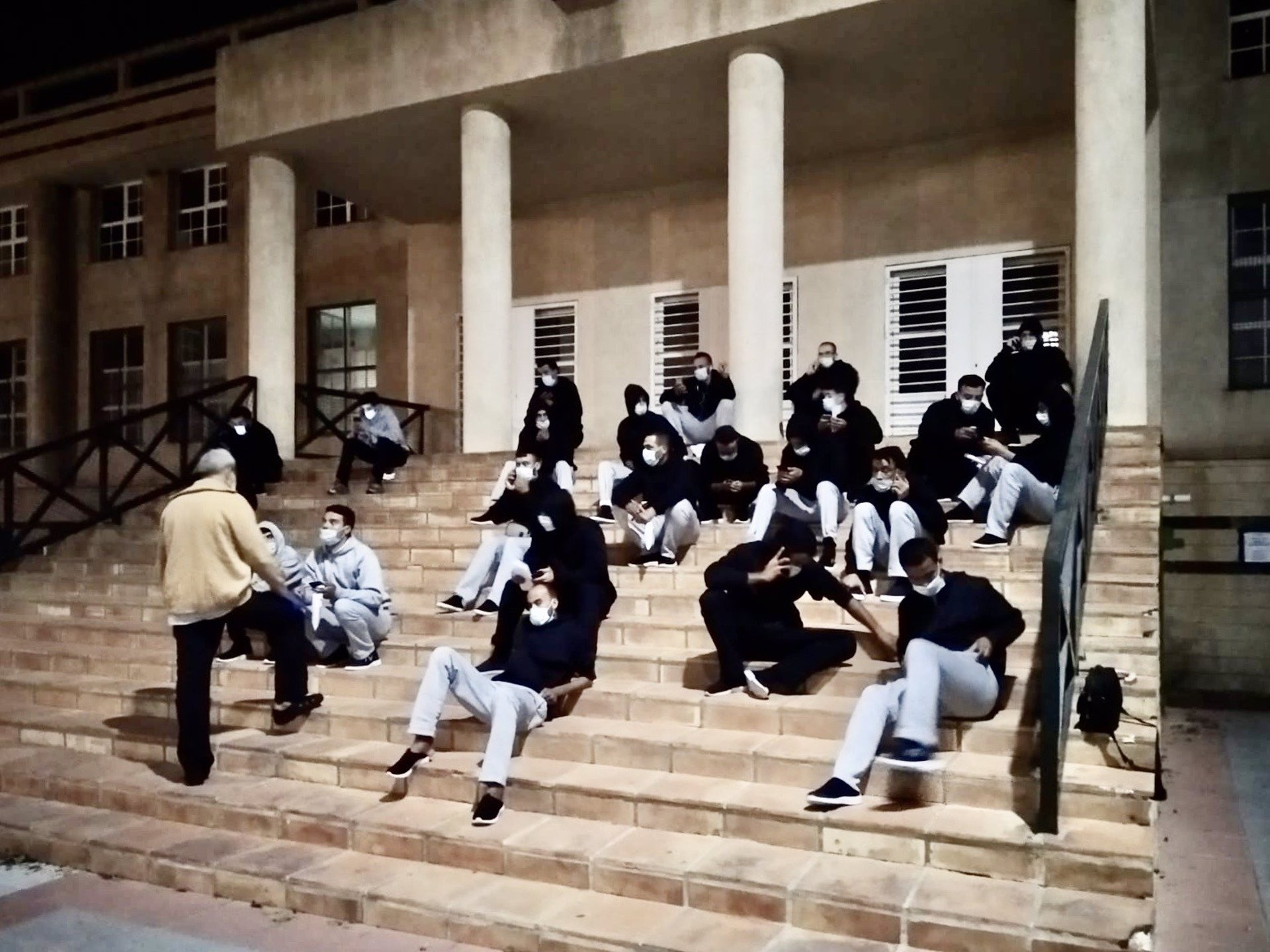 Motril pide a Gobierno y Junta una «solución» a inmigrantes que quedan en la calle tras llevar a 24 a Málaga