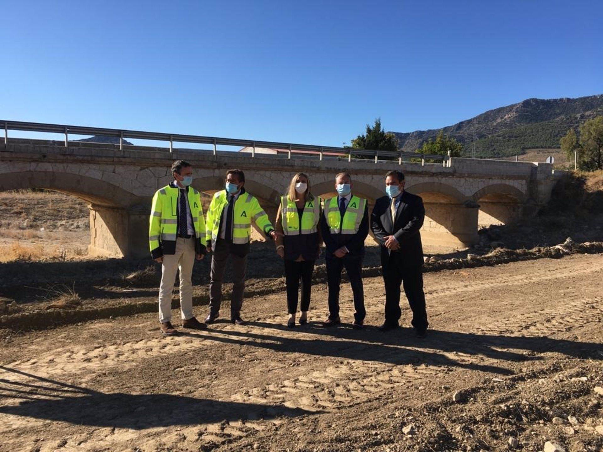 La Junta comienza las obras de ampliación del puente a la entrada de Puebla de Don Fadrique