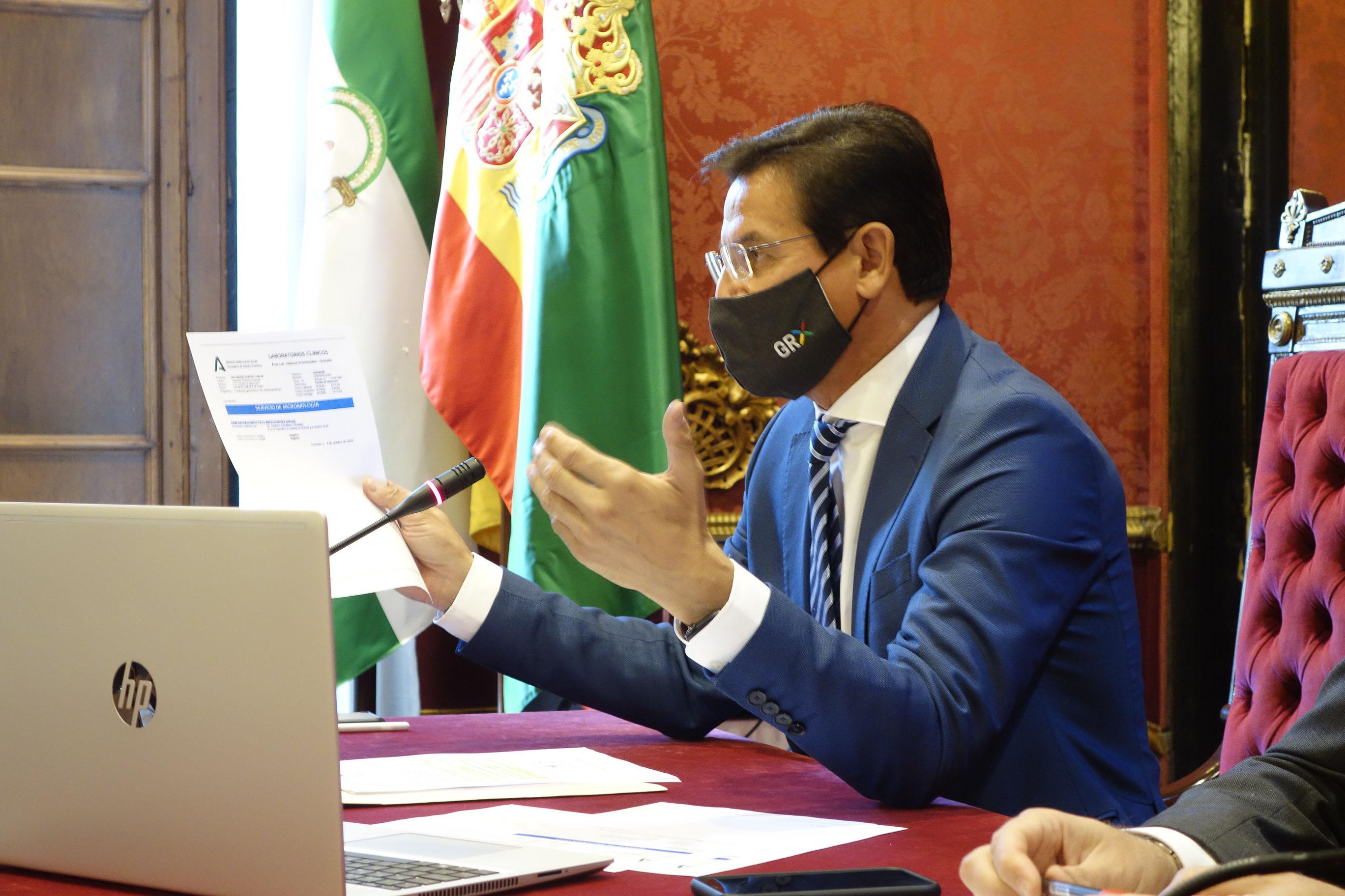 El alcalde resta importancia a una posible moción de censura y pregunta al PSOE «qué tipo de apoyos» busca