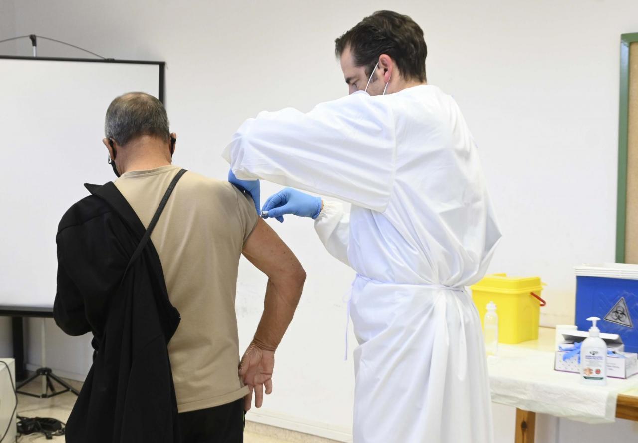 UGT exige facilidades logísticas para administrar la vacuna a personas mayores de 80 años