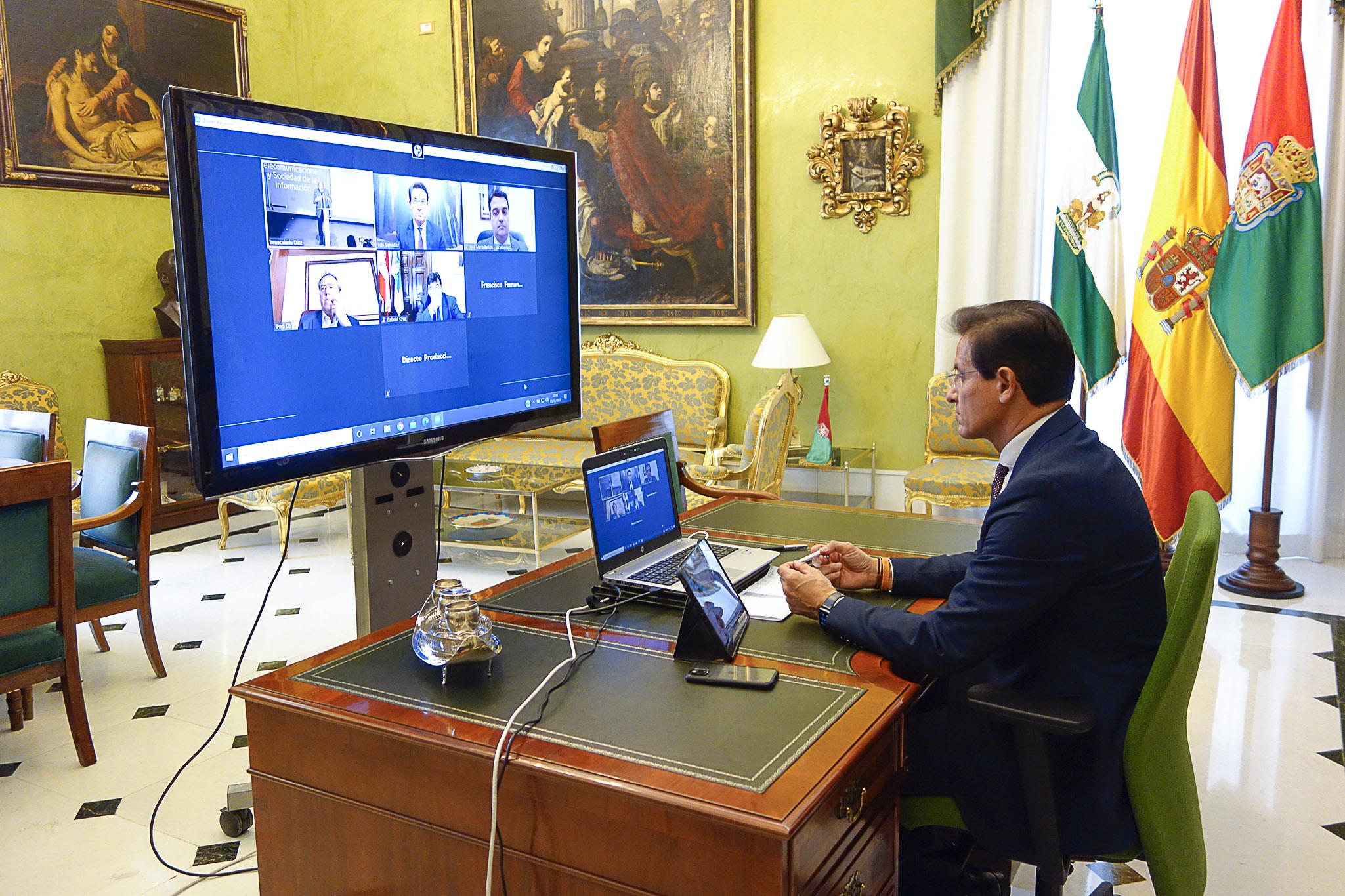 Luis Salvador aboga por ciudades inteligentes que permitan mejorar los servicios al ciudadano