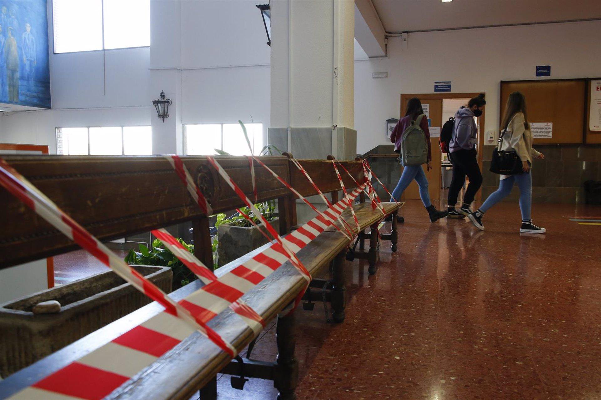 256 personas se presentan en Granada a la prueba de acceso a la Universidad para mayores de 25 y 45 años