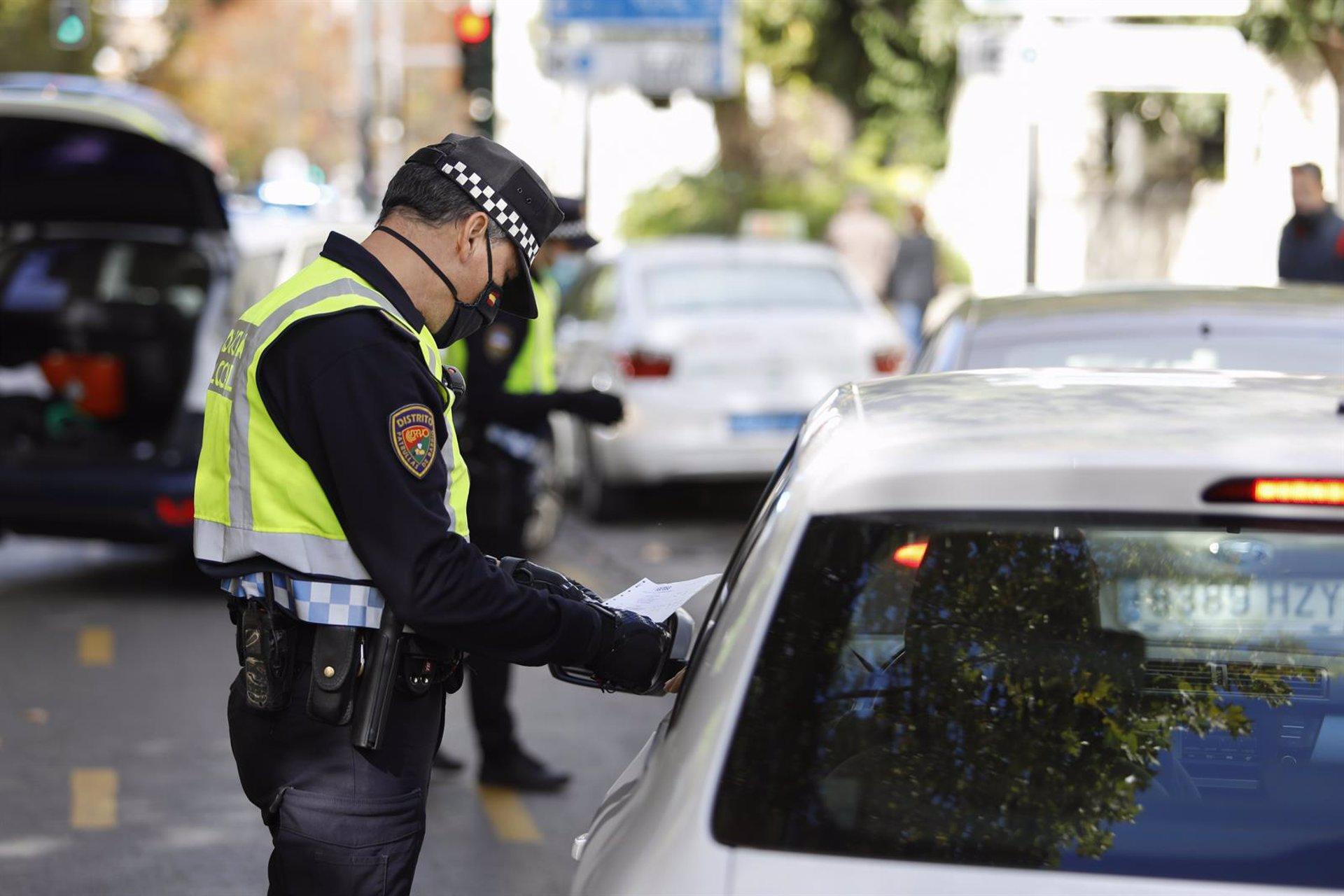 Dos detenidos acusados de agredir a policías cuando los identificaban por ruidos en el Albaicín