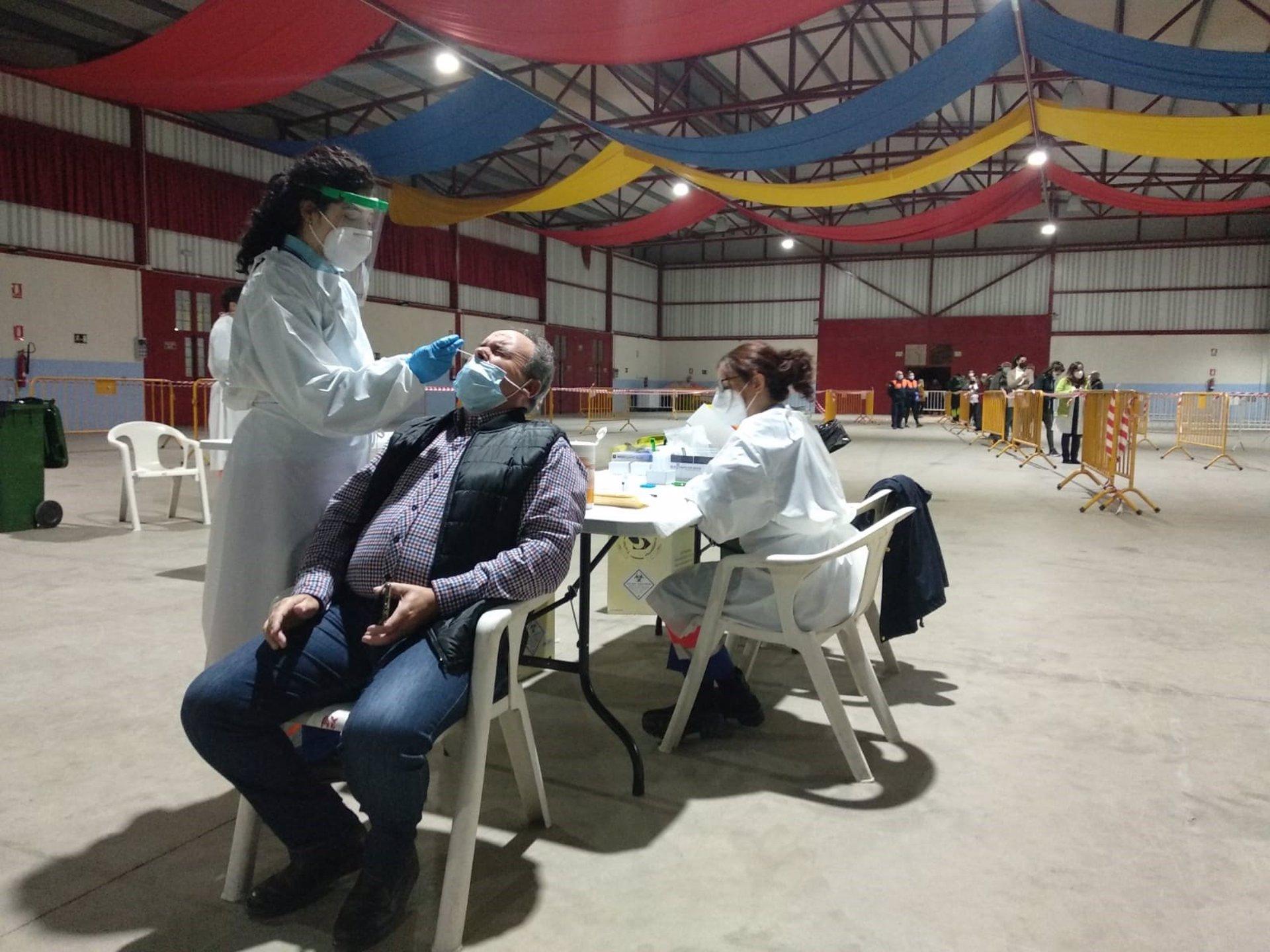 El cribado masivo en Huétor Tájar se salda con dos positivos de 300 test