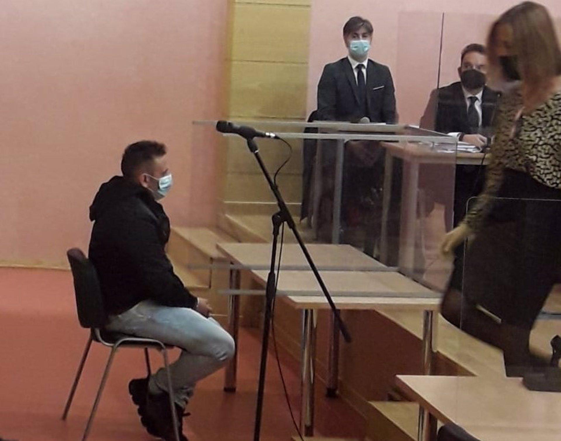La viuda del agente Arcos pide «justicia» en el inicio del juicio contra el asesino del agente